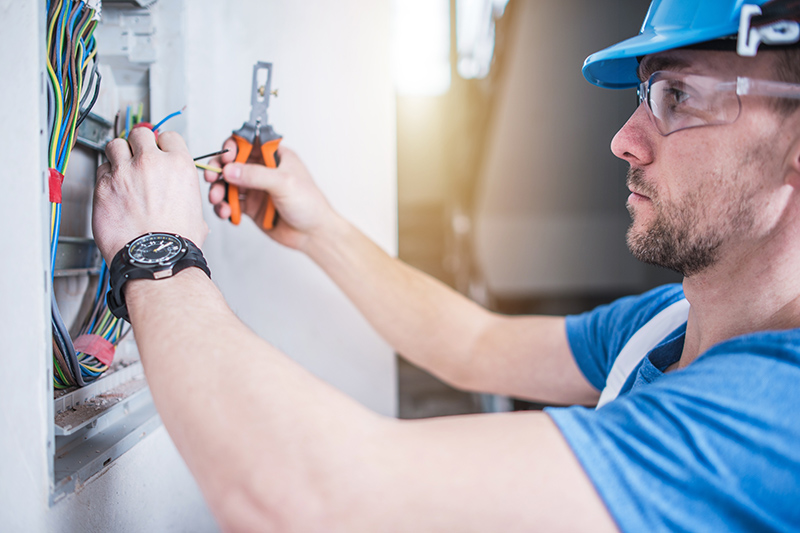 Electrician Qualifications in Warrington Cheshire