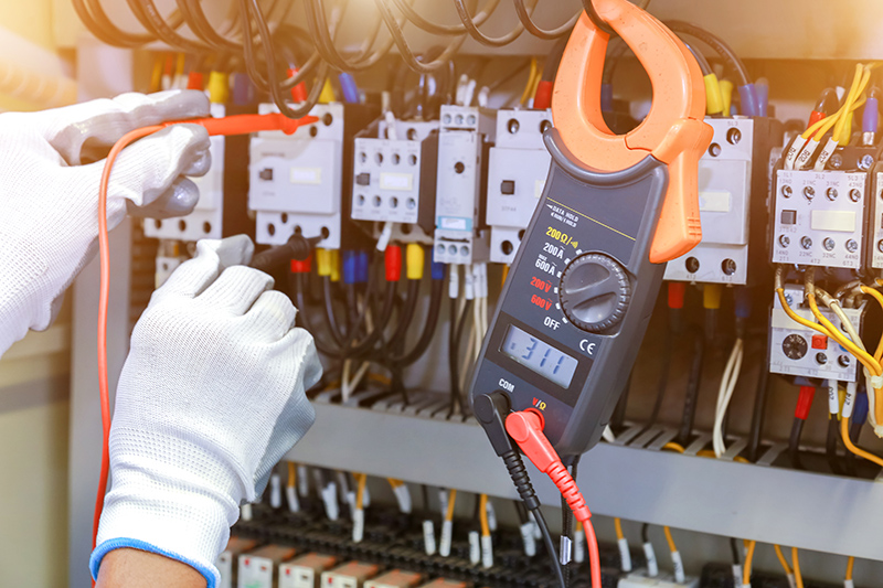 How To Become An Electrician in Warrington Cheshire